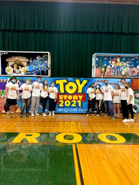 Seniors prepared their Toy Story-themed Classnight artwork during Deco Day on Thursday, Mar. 11, 2021.